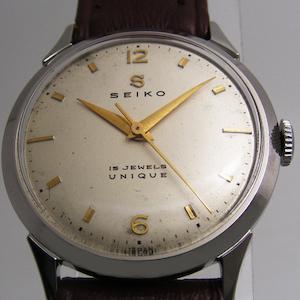 SEIKOのクラシックでレトロなデザインの腕時計