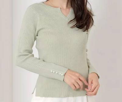 MEW'S REFINED CLOTHES (ミューズ リファインド クローズ)袖パールキーネックリブニット