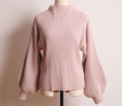 tocco closet(トッコクローゼット)袖口パール付きプチハイネックリブニットプルオーバー(ピンク)