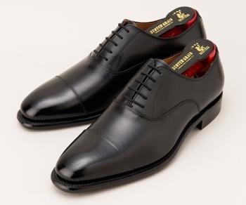 香川照之さん(役:大和田 暁)が着用の黒色の革靴