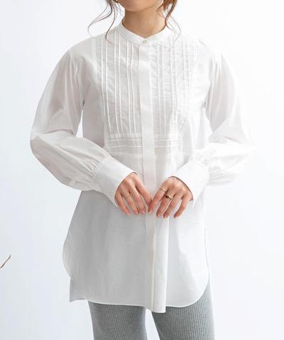 ホワイトのドレスシャツ
