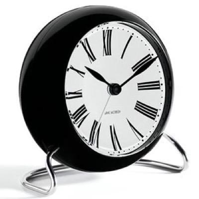 寝室に置いてあるブラックの置き時計