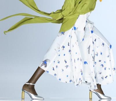 NINARICCI ナチュラル/ブルー/グレーカラーのハトのプリントをあしらったクレープデシン製スカート