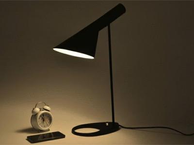 Arne Jacobsen(アルネ・ヤコブセン)AJ テーブルライト